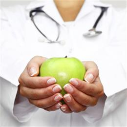 apple in hands of nutritionist expert