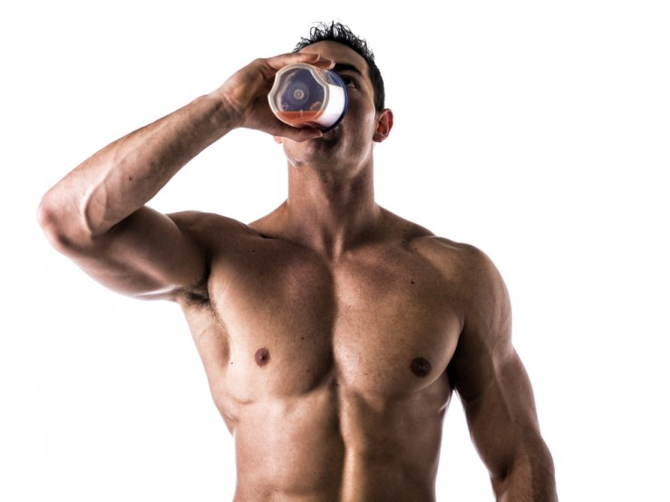 bodybuilders and drinking energy booster shakes
