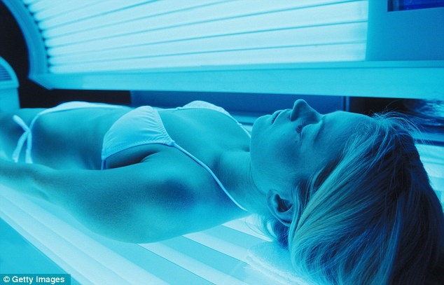 Use the best Tanning peptide to get the golden tint on body woman in tanning bed