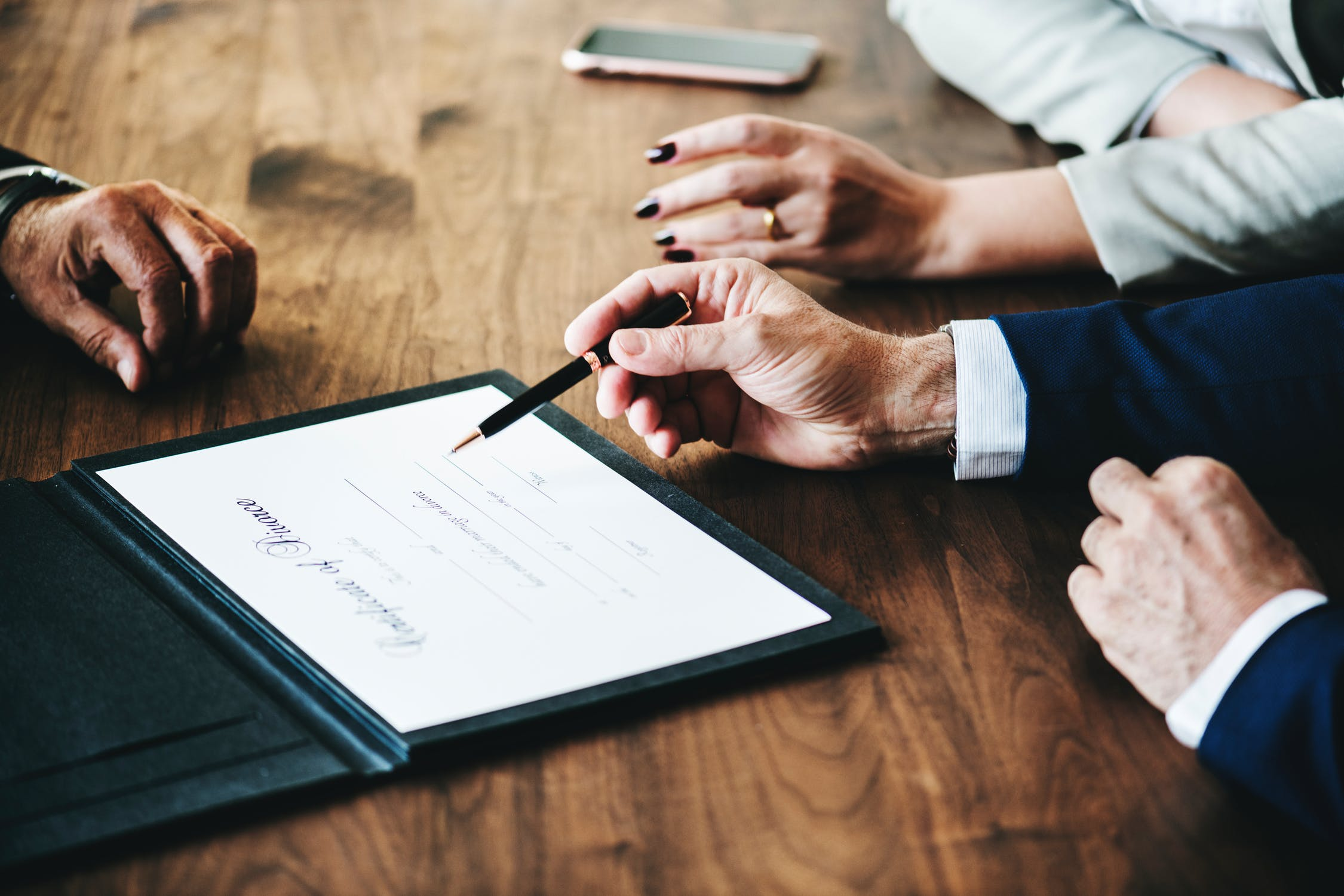 A Few Reasons You Should Consult a Divorce Lawyer