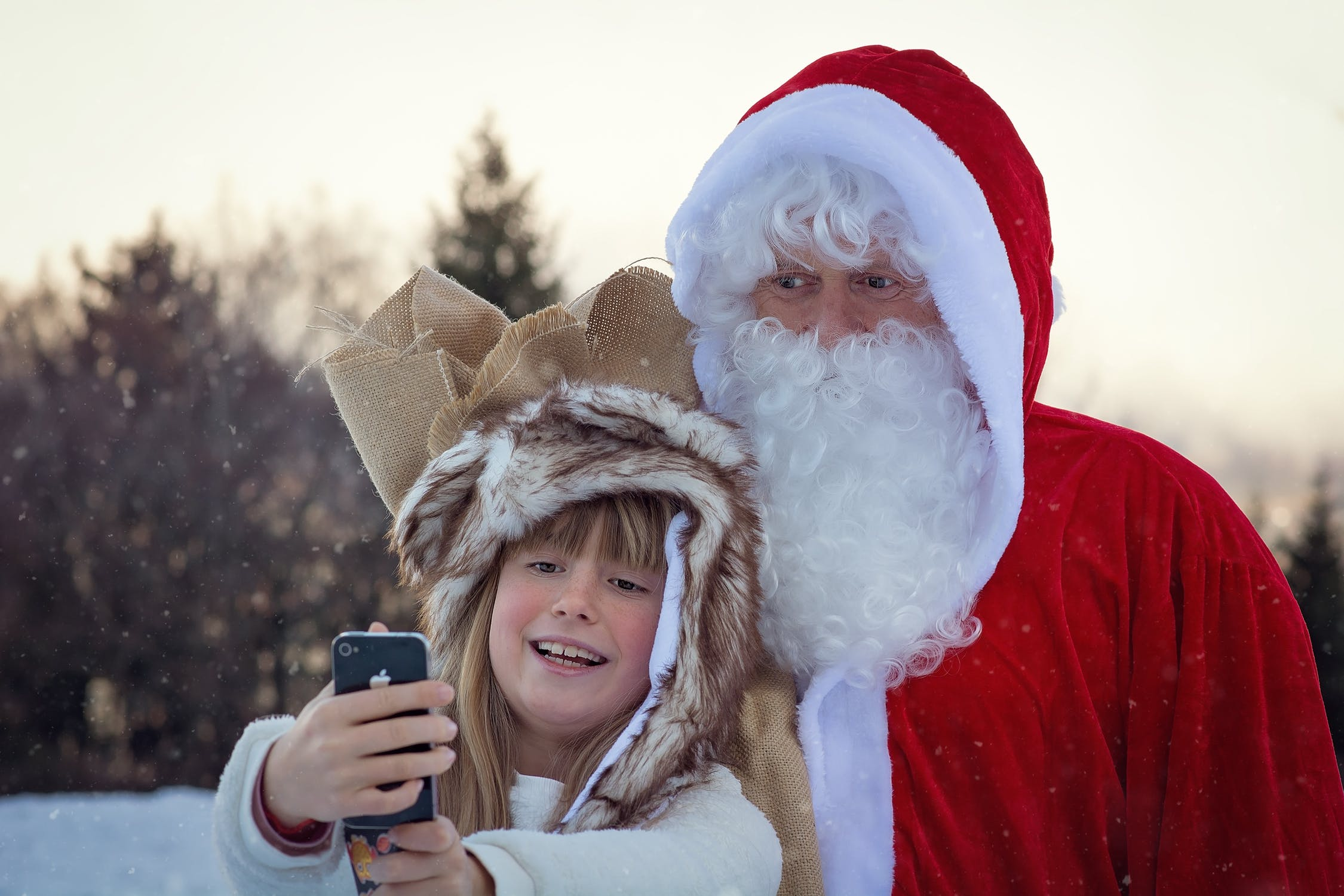 Family photo ideas to try out this Christmas