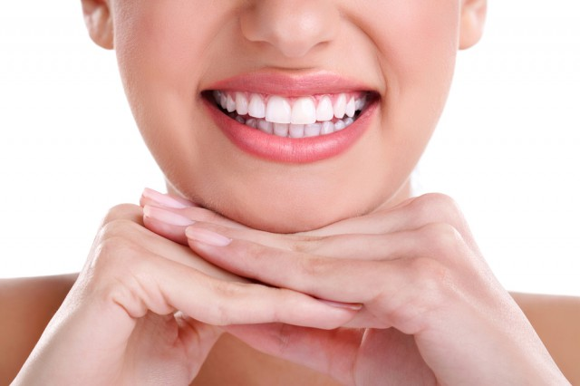 Show off your Hollywood smile – tips on proper dental health smiling