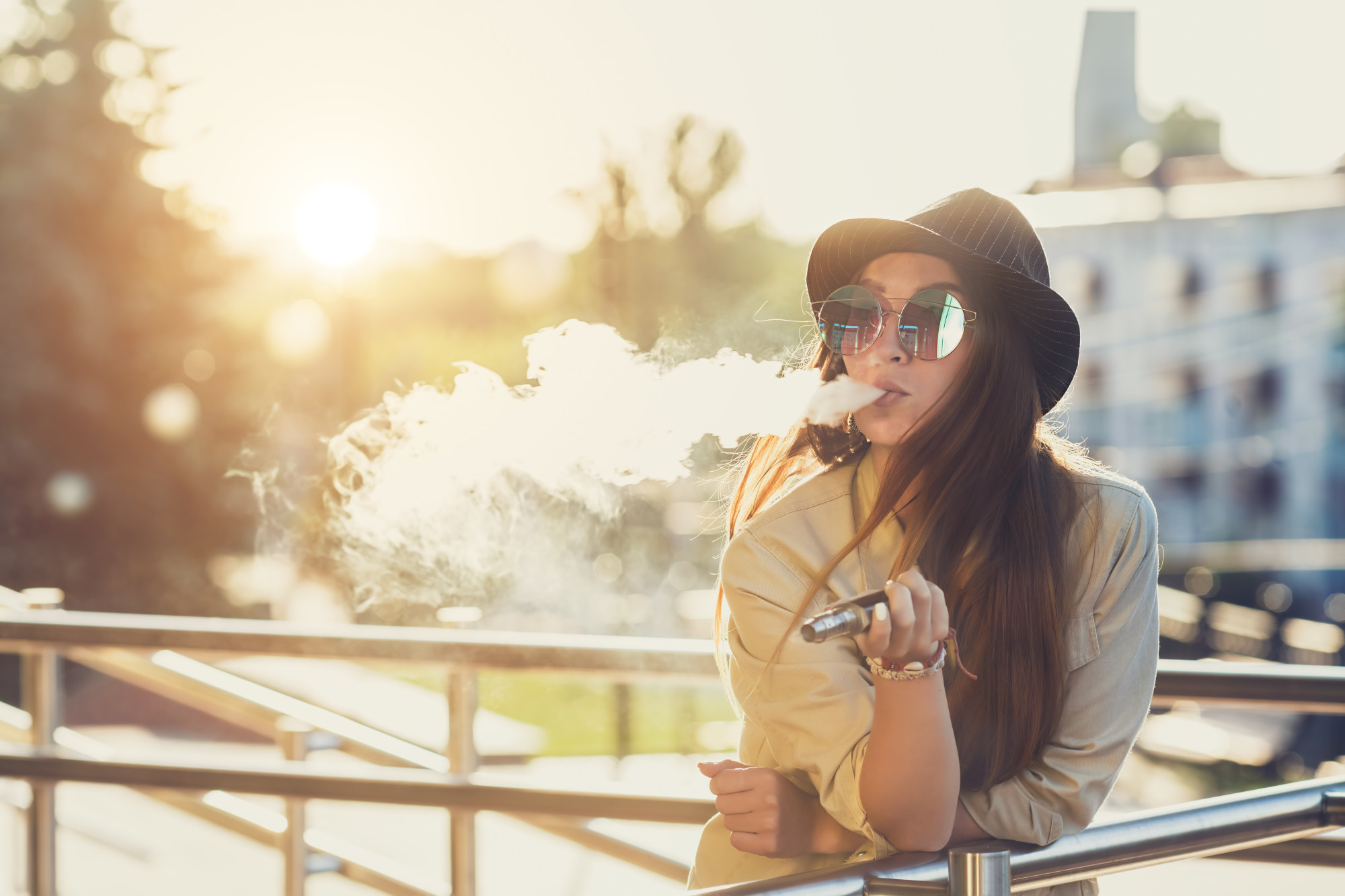 The Pros and Cons of Vaping: Exploring Health, Socializing and More