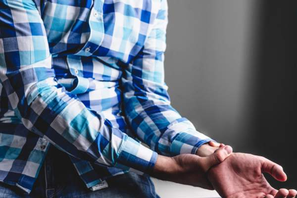 What Are the Symptoms and Risks Related to Arthritis?