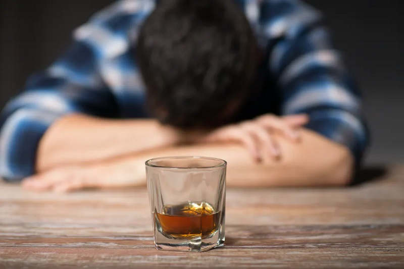 Alcohol Addiction – Symptoms and Treatment